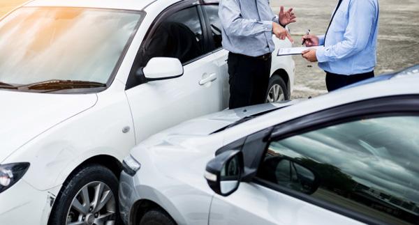 Jak zachować się po stłuczce samochodowej?